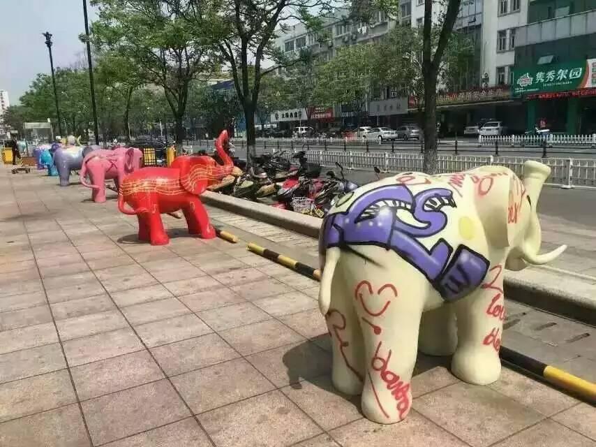 南京新天地新气象的彩绘象出租啦