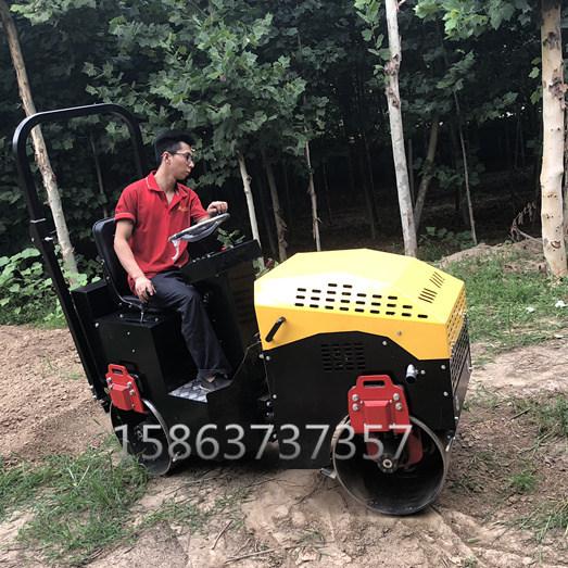 江西分宜县双钢轮压路