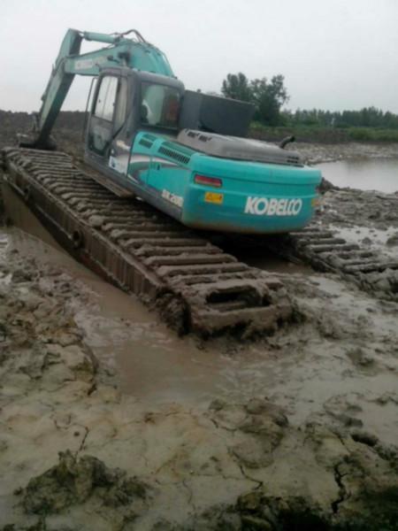 阜阳小松215-9水路挖掘机河道改造