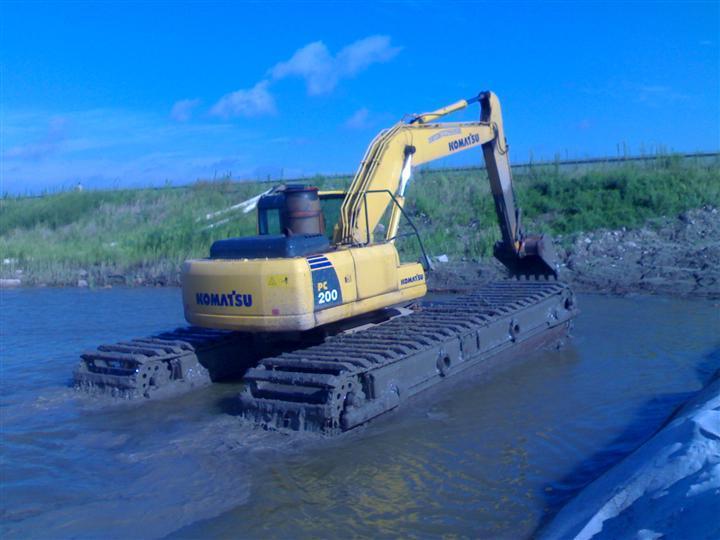 巢湖厦工215-9水陆两用挖掘机租赁河堤修复