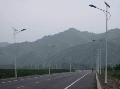 湖北30W6米锂电池农村LED太阳能路灯全年亮灯