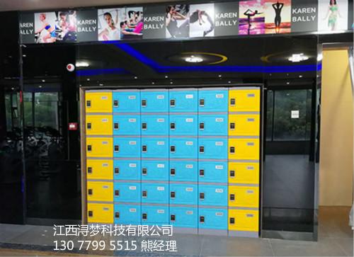 健身房塑料储物柜安装