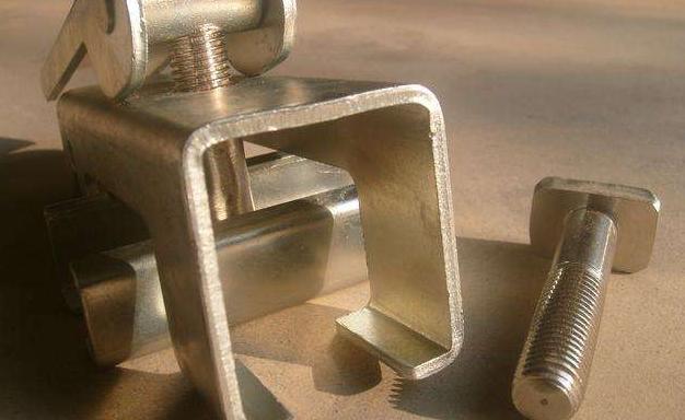 防溢裙板压紧装置 夹持器角铝 滑块 不锈钢螺栓 防腐性能强