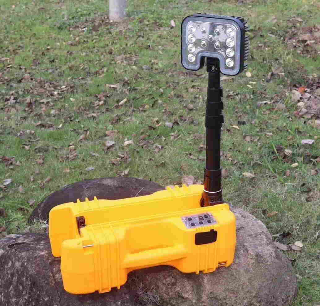 SZSW2631  重量8Kg 无极调光 便携式工作灯