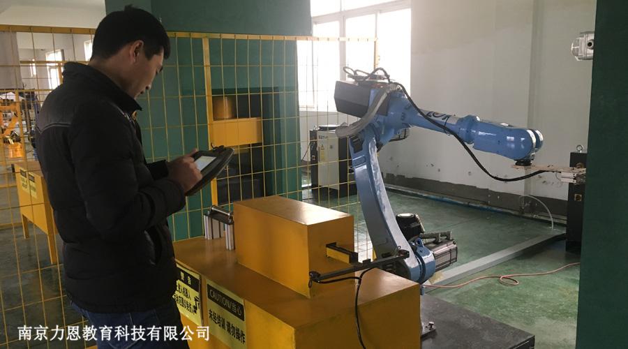 还等什么?机器人培训课程来啦