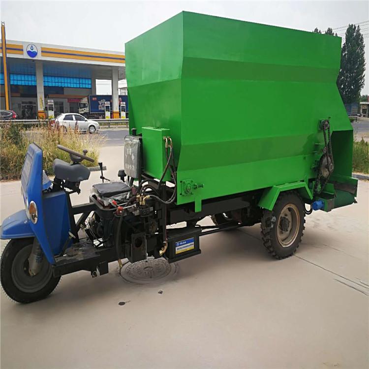 有搅拌功能撒料车 两边出料喂料车 养殖场撒料车