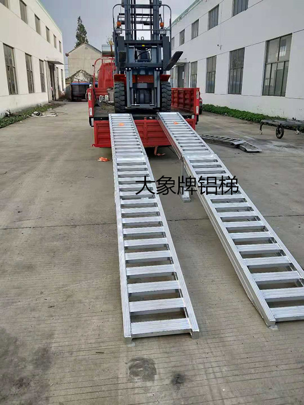 壓路機鋁爬梯,叉車上下車爬梯,叉車鋁梯