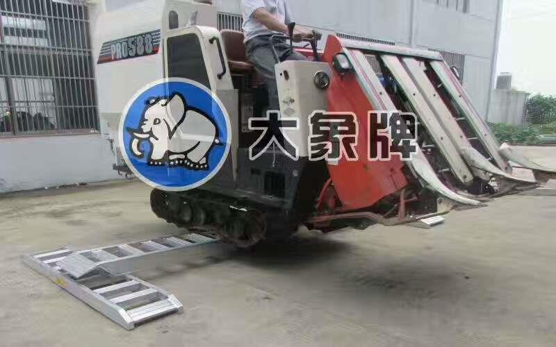 直销大象牌4米轮履式机械专用铝合金爬梯