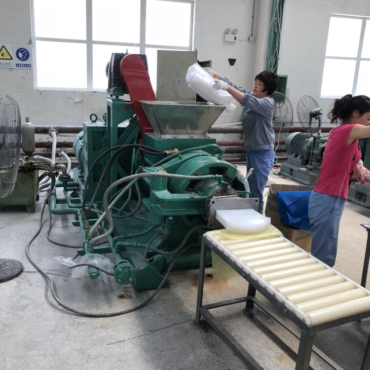 无锡合丰机械供应双挽式硅胶过滤机