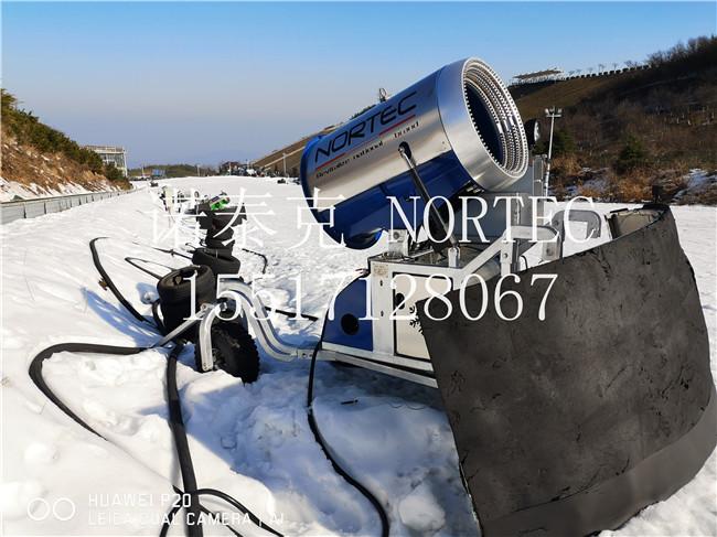 天津盘山滑雪场内的国产人工造雪机多少钱一台