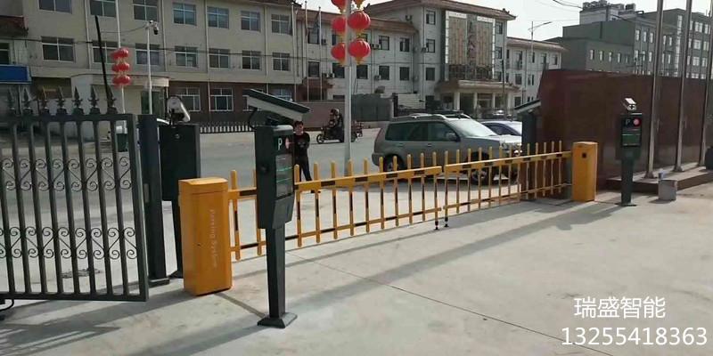 青島小區道閘門廠家|青島柵欄起落桿|黃島車牌識別系統安裝