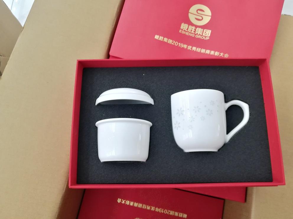 定制大號會議室加字陶瓷茶杯,景德鎮辦公禮品陶瓷茶杯生產廠家