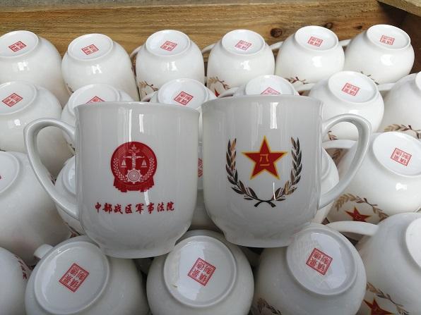 定制高端骨瓷會議茶杯,景德鎮辦公室帶蓋陶瓷茶杯生產廠家