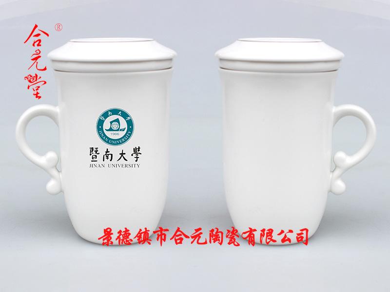 定制百年校庆礼品陶瓷茶杯印校徽,景德镇定做学校百年庆典纪念茶杯厂家