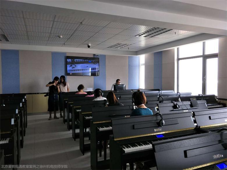 钢琴房教学伴奏系统|钢琴实训室合唱系统|学校琴房设计方案