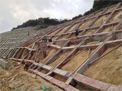 新型锚杆框架梁模具的使用