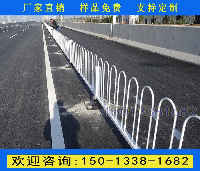 清远人行通道护栏 车行防撞栏杆 揭阳路中间分隔围栏