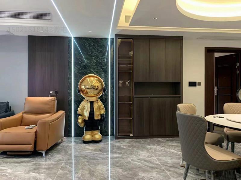 青浦大型會客室雕塑 電鍍鏡面小金人雕塑定制